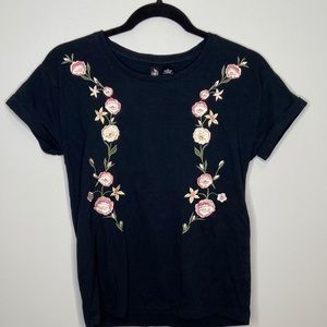 Floral embroidered black t shirt Sz M